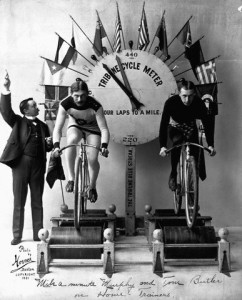 """Mile-a-Minute"" Murphy and Tom Butler si sfidano su bici su rulli"